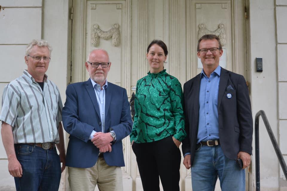 Jan Arvidsson (C), gruppledare, Kenneth Söderman (L), tjänstgörande KS-ordförande, Annelie Almérus (M), tillträdande KS-ordförande, Erik Forslund (KD), gruppledare